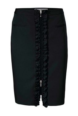 Čierna pencil sukňa s volánikom