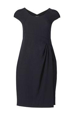 Ušľachtilé čierne šaty
