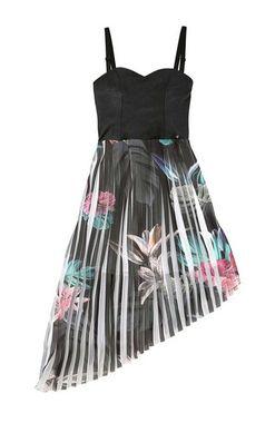 Extravagantné letné šaty GUESS