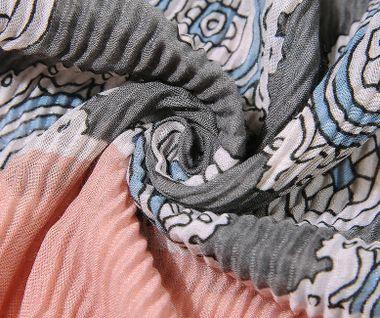 Plisovaná šatka so vzorom - ružová