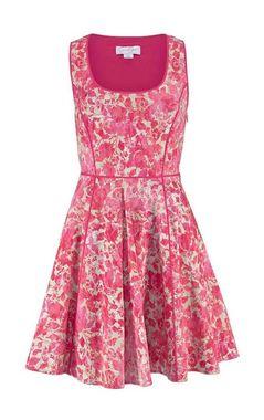 Príťažlivé šaty Jessica Simpson