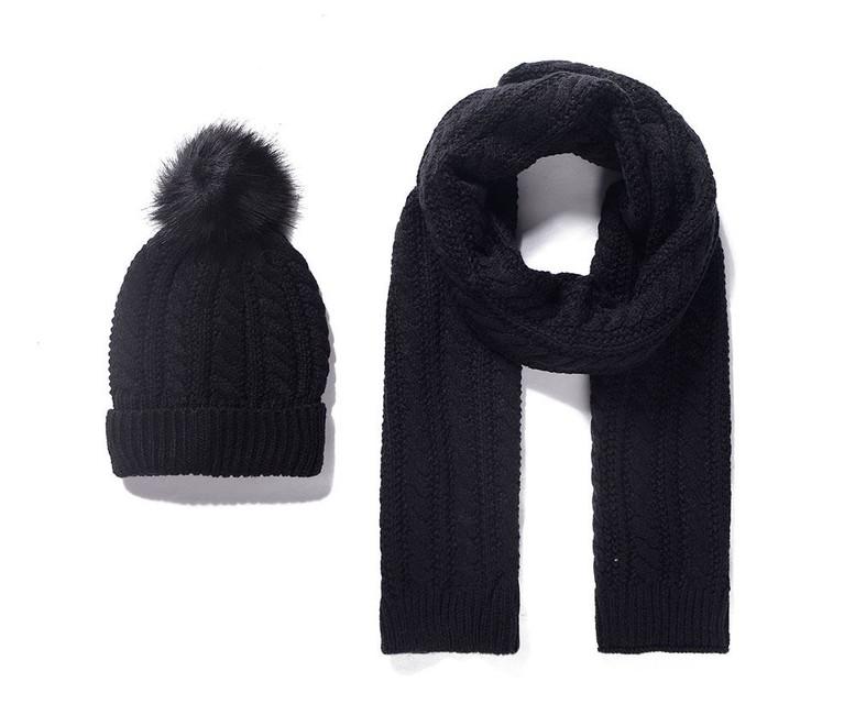 7bc803b45a5 Pletený detský šál a čiapka - čierna - Violettemoda.sk